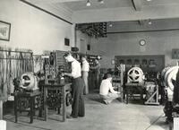 Students in undergrad electrical engineering lab